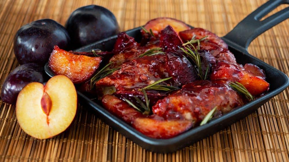 roladki z polędwiczki w sosie śliwkowym